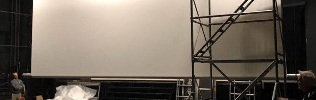 En julklapp till vår publik – ny filmduk installerad